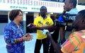 Interview de Mme Sandra Honoré, Représentante spéciale du Secrétaire général de l'ONU en Haïti, avec des médias incluant MINUSTAH FM,  lors de sa visite de centres de vote