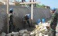 Gonaïves: Les Casques bleus indonésiens construisent plusieurs ponts sur le plus grand canal de la ville